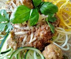 squash-spagetti o tomatsås