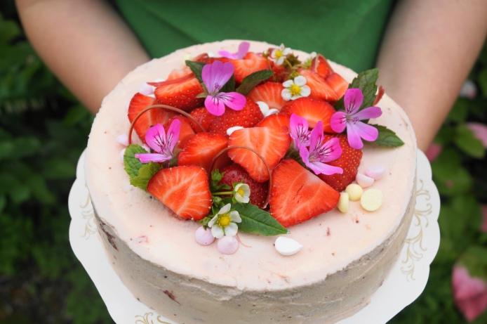 jordgubbar tårta